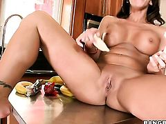Brunette is too horny to stop fucking