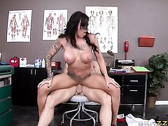 Johnny Sins attacks ultra hot Austin LynnS mouth with his love torpedo