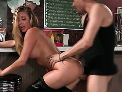 Well-experienced hussy Samantha Saint with gigantic knockers proves that she can give tugjob like no other