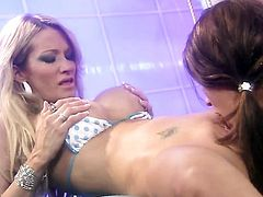 Shameless gal Kirsten Price gives jessica drakes beaver a lick