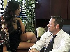 Chanel Preston parts her legs to fuck herself with sex toy