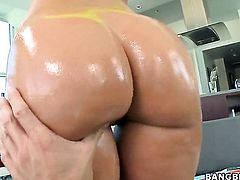 Brunette Jada Stevens with bubbly bottom gets her asshole used before getting orgasm