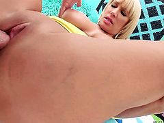 Magically sexy hooker Mellanie Monroe shows her slutty side to hard dicked guy by taking his sturdy tool in her mouth