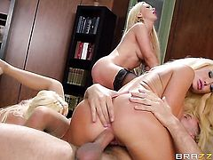 Keiran Lee exlodes after Courtney Taylor with gigantic breasts gives magic suck job