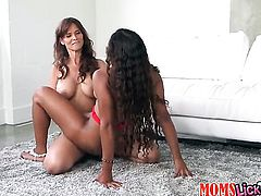 Brunette chachita Syren Demer with round bottom and trimmed muff is in heaven doing it with hot lesbian Calypsa Micca