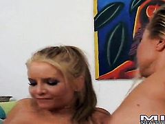Blonde Lisa Daniels strips and plays with herself for your viewing pleasure
