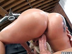 Blonde Dayna Vendetta with big bottom and trimmed muff makes man happy by eating his sausage