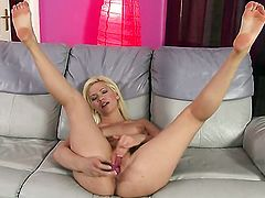 Bibi Noel takes dildo in her muff pie