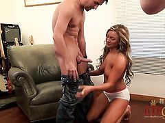 Blonde Cameron Dee tries her hardest to make hard dicked guy bust a nut with her mouth