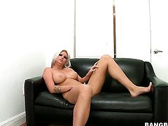 Blonde Deadra Dee with bubbly butt and shaved twat is a facial addict and heres the proof