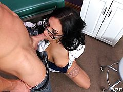 Johnny Sins attacks sexy bodied Amber CoxS vagina with his love torpedo