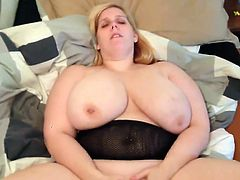 This BBW fingering her pussy until she reach her orgasm and her man record this hot solo action