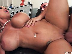 Keiran Lee explores the depth of hot Holly Halstons throat with his love wand
