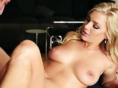 Cameron Dee bares it all as she plays with her wet spot