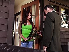 Kirsten Price finds herself blowing mans stiff dick