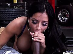 Kiara Mia is fucking at a mechanic shop