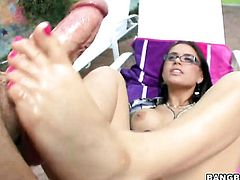Brunette Eva Angelina lets man cover her pretty face in sticky nectar