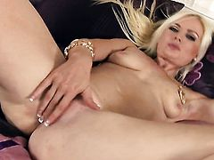 Alexis Jade is too horny to stop dildoing her pussy