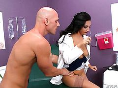 Johnny Sins admires fabulously hot Amber Coxs body before she takes his cock in her bush
