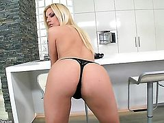 Blonde gives a closeup view of her vagina as she masturbates with sex toy