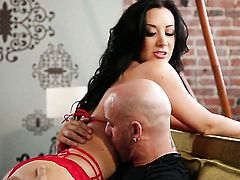 Jayden Jaymes with gigantic hooters finds herself horny and takes dildo in her pussy