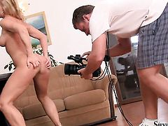 Well-stacked kitty Silvia Saint playing with dildo