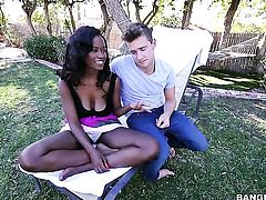 Brunette Jezabel Vessir is curious about giving stroke job