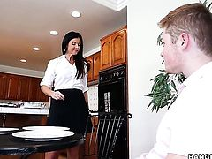 India Summer is shaking her hot ass