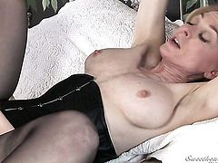 Nina Hartley makes her tongue disappear in Nica Noelles cunt