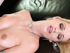 Blonde senorita Erica Fontes sucks like it aint no thing in oral action with hot blooded guy