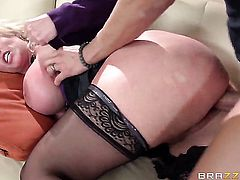 Huge ass blonde is getting penetrated