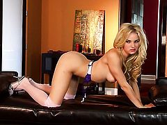 Breathtakingly sexy hooker Liz finds herself horny and takes toy in her honeypot