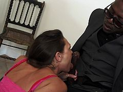 Really sexy bitch daughter has a pleasure to know her new step father. She was surprised not only by the fact that he is black, but also by the fact that he has very big and thick dick. Looks like acquaintance passed in a peculiar manner.