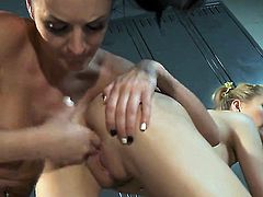 Alektra Blue plays with Jana Jordans boobies before she fingers her pussy