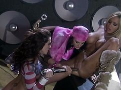 Alektra Blue gets her bush licked by Lexxi Tyler