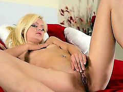 Jessi Green is a solo girl that is in her high heels. She is spreading her pussy lips with her hands. Hear her reaching an orgasm in this amazing video.