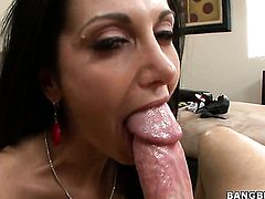 Fuck hungry tart Ava Addams with gigantic melons looking for a chance to get orgasm after hard bush