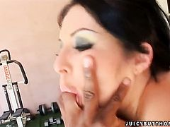 Chelsie Rae gets her soaking wet muff banged in steamy interracial action