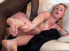 Blondie French cougar's pussy introduced to BBC
