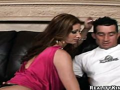 Brunette Tiffany Mynx with round booty takes rod in her backdoor