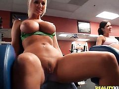 Blonde cutie with bubbly butt and hairless muff groans as she dildos her beaver