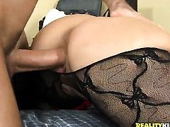 Brunette Liza Del Sierra with round butt and trimmed pussy cant stop dildoing her love box