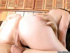 Brunette Jeovanni Francesco spends her sexual energy with hard love torpedo in her honeypot