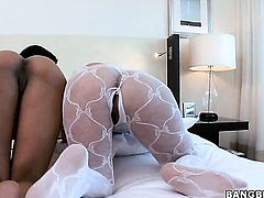 Brunette with juicy butt really loves pulsating meat pole fucking her eager hands