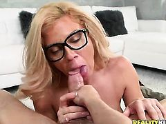 Mature Parker Swayze gets her pretty face painted with love cream on cam for your viewing pleasure
