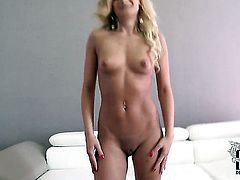 Milf Kelly White with tiny tits and smooth muff fucks herself with sex toy the way she loves it