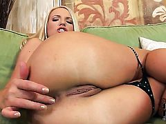 Britney Spring fucks herself like mad in solo action