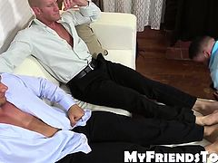 Johnny and Joey gets feet worship from muscled Ricky