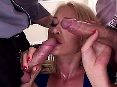 Amazingly hot hottie Lindsey Olsen does her best to make man ejaculate in with hands