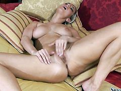 Blonde Silvia Saint goes solo on camera